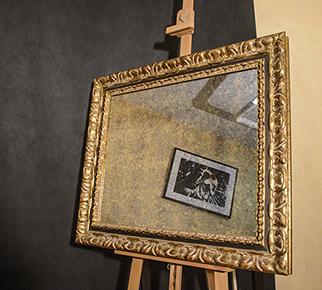 Прямоугольное зеркало в золотой багетной раме