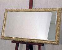 Зеркало серебряного цвета в состаренной багетной раме золотого цвета