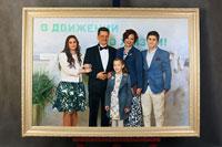 Групповой портрет из 5 человек по фото в раме