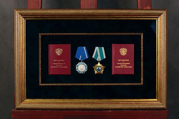 Оформление медалей и орденов в 4 багетные рамы на бархатном паспарту